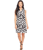 Vince Camuto - Sleeveless Elegant Blossom Invert Pleat Dress